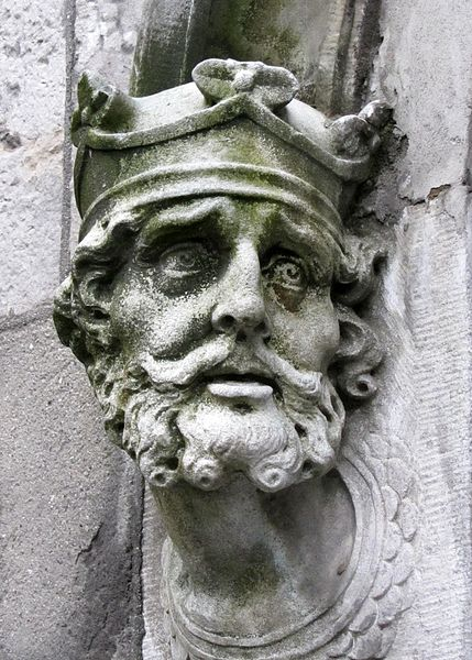 Brain_Boru_sculpture_outside_Chapel_Royal_outside_Dublin_Castle